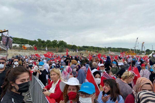 La gente celebra la construcción del canal de Estambul - Sputnik Mundo