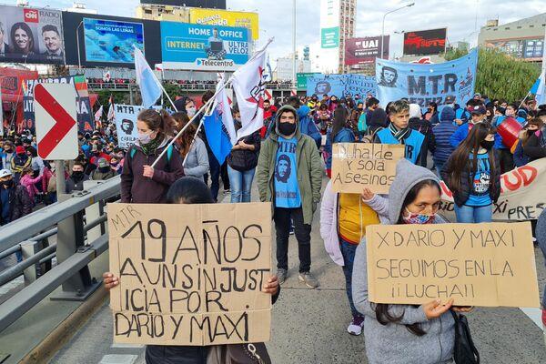 Organizaciones sociales de izquierda realizaron la multitudinaria movilización anual al Puente Pueyrredón - Sputnik Mundo