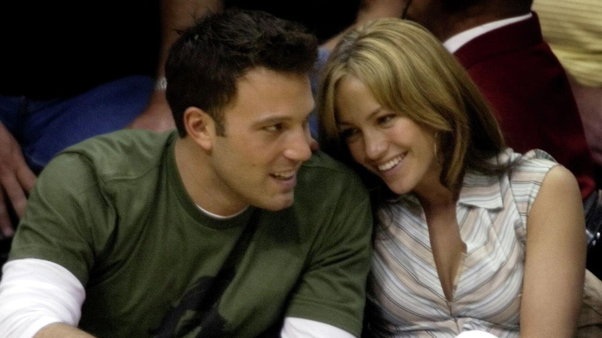 El actor Ben Affleck y la cantante Jennifer Lopez en 2003 - Sputnik Mundo, 1920, 28.06.2021