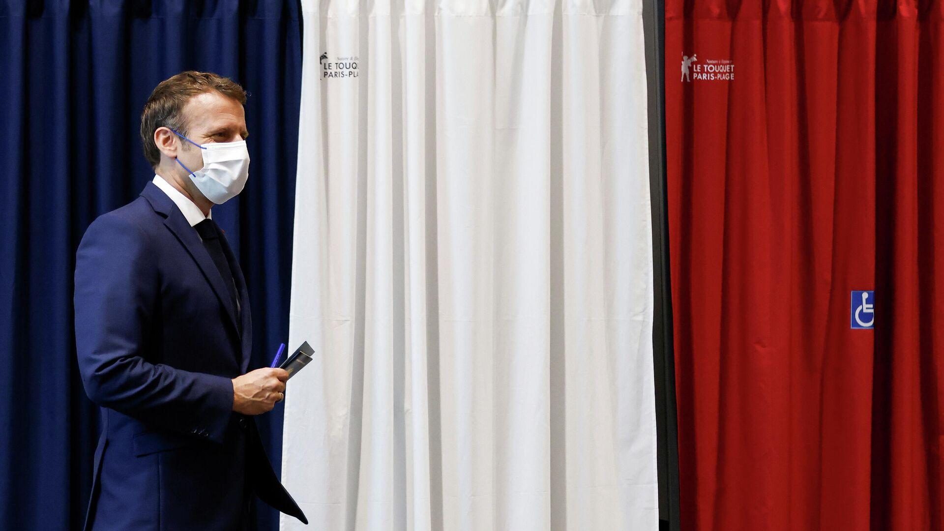 El presidente de Francia, Emmanuel Macron, vota en las elecciones regionales - Sputnik Mundo, 1920, 28.06.2021