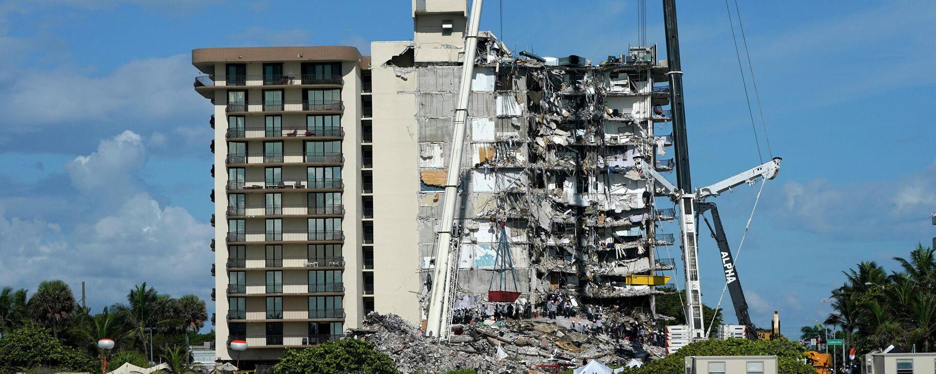 Tareas de rescate en la torre Sur del complejo Champlain Towers, colapsado el 24 de junio de 2021 - Sputnik Mundo, 1920, 28.06.2021