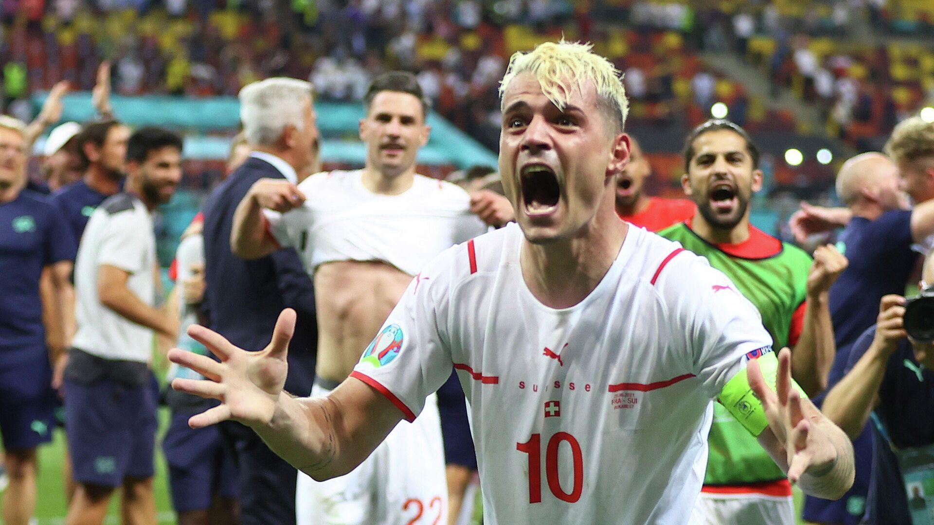 Granit Xhaka, futbolista suizo, celebra la victoria de su equipo sobre Francia en la Eurocopa - Sputnik Mundo, 1920, 29.06.2021
