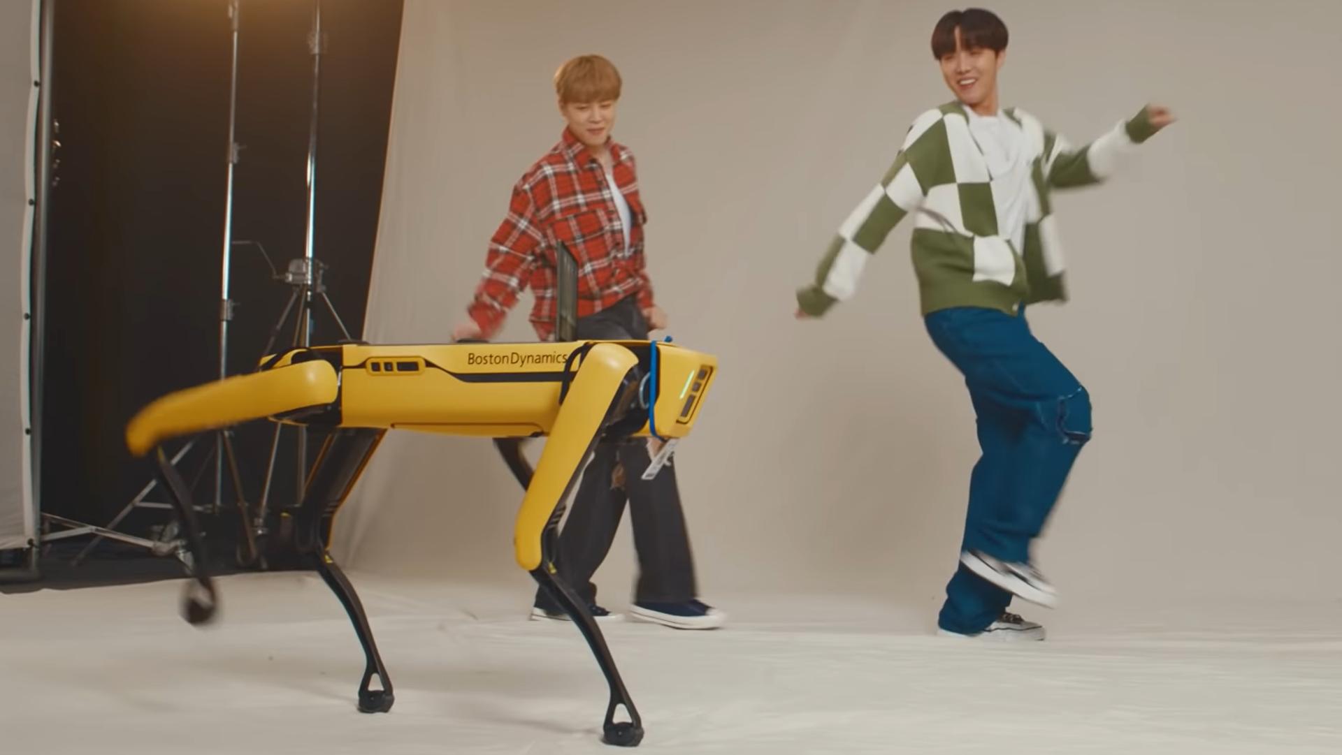 Unos integrantes de BTS bailan junto al robot Spot - Sputnik Mundo, 1920, 29.06.2021