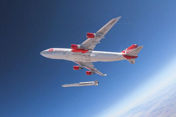 Boeing 747 de Virgin Orbit realiza una maniobra de lanzamiento - Sputnik Mundo