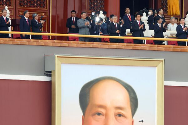 Pekín celebró a lo grande el 100 aniversario del Partido Comunista. En esta ocasión se celebró una reunión solemne en la plaza central del país, Tiananmén, con la participación de toda la cúpula del PCCh y de los representantes de los diversos estamentos de la población. - Sputnik Mundo