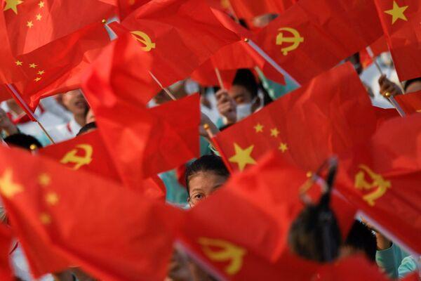 El aniversario de la fundación del Partido Comunista de China se celebra el 1 de julio. Sin embargo el PCCh fue fundado durante el primer congreso en 1921 en Shanghái. Durante mucho tiempo se desconoció el momento exacto de su celebración, y no se reveló hasta la década de 1950, cuando la URSS entregó a China los documentos según los cuales el Congreso se celebró entre el 23 y el 31 de julio. - Sputnik Mundo
