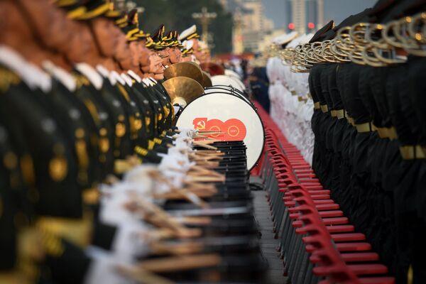 Los músicos de una orquesta militar durante la celebración del centenario del Partido Comunista de China. - Sputnik Mundo
