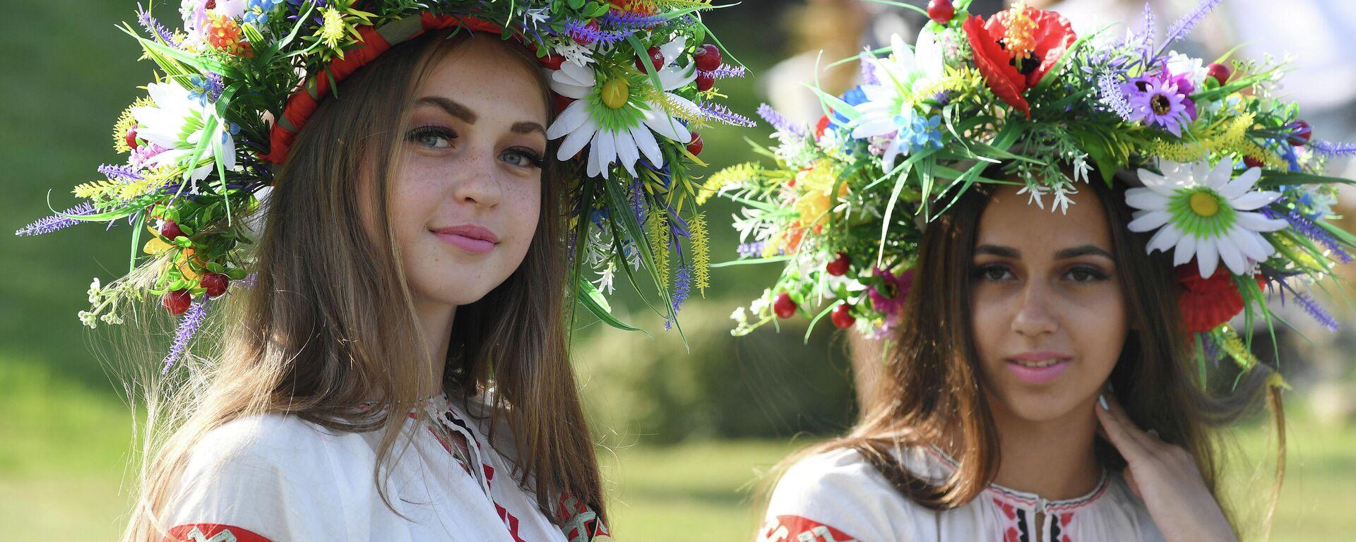 Unas chicas ucranianas (imagen referencial) - Sputnik Mundo, 1920, 01.07.2021
