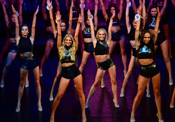Las concursantes del 25 certamen de belleza Miss Moscú 2021 en el teatro Et Cétera de la capital rusa. - Sputnik Mundo