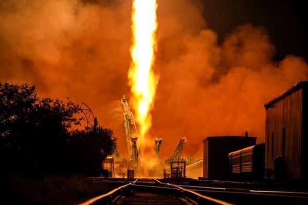 El lanzamiento de un cohete portador Soyuz 2.1a con la nave espacial de carga Progress MS-17 desde la plataforma de lanzamiento del cosmódromo de Baikónur, en Kazajistán. - Sputnik Mundo