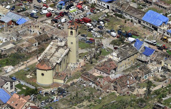 Una vista aérea del pueblo de Moravska Nova Ves, en la República Checa, arrasado por un tornado.   - Sputnik Mundo