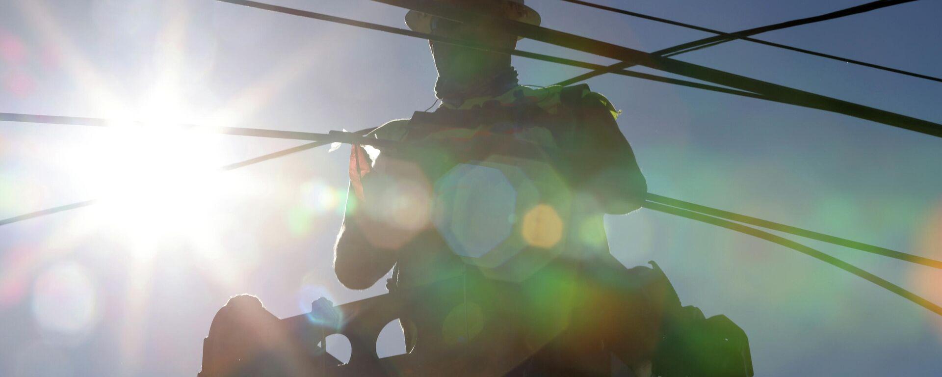 Trabajador restaura el cableado eléctrico durante la ola de calor que azota América del Norte, en Washington, en junio del 2021 - Sputnik Mundo, 1920, 02.07.2021