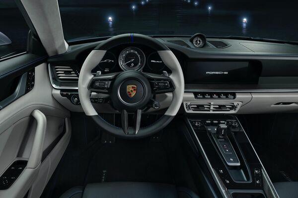Un Porsche 911 Turbo S de la edición especial 'Duet' - Sputnik Mundo