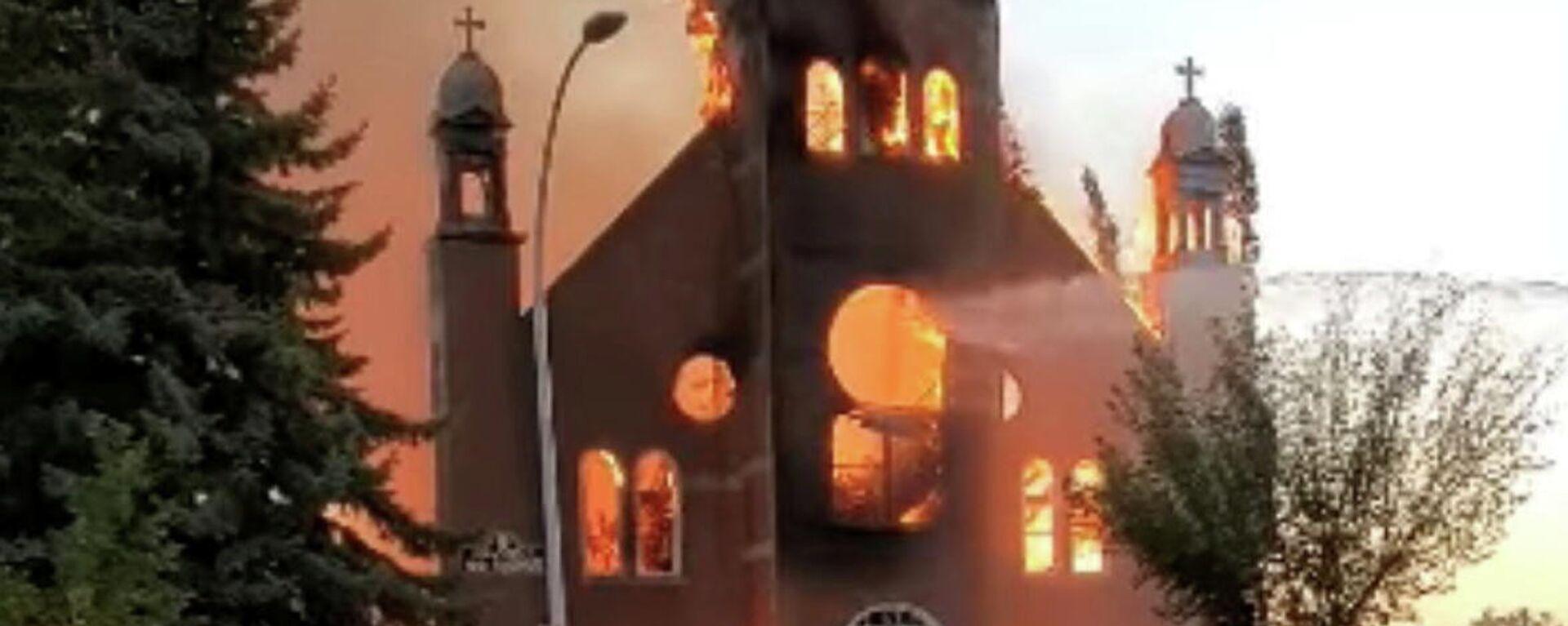 Incendio en una iglesia de Morinville, Canadá - Sputnik Mundo, 1920, 02.07.2021