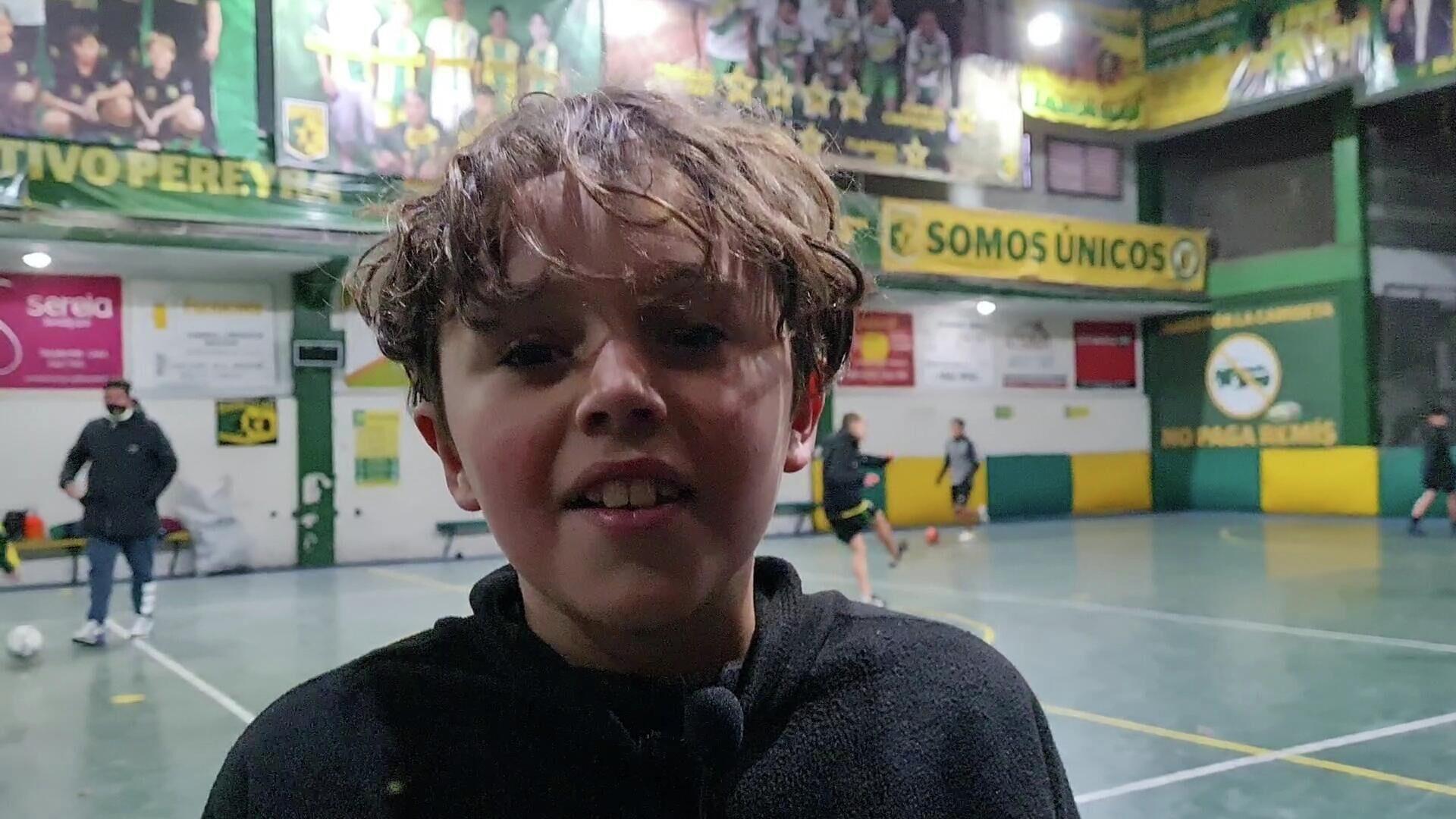 Ciro tiene 9 años, quiere ser futbolista profesional y desde hace 4 o 5 practica en el club - Sputnik Mundo, 1920, 02.07.2021