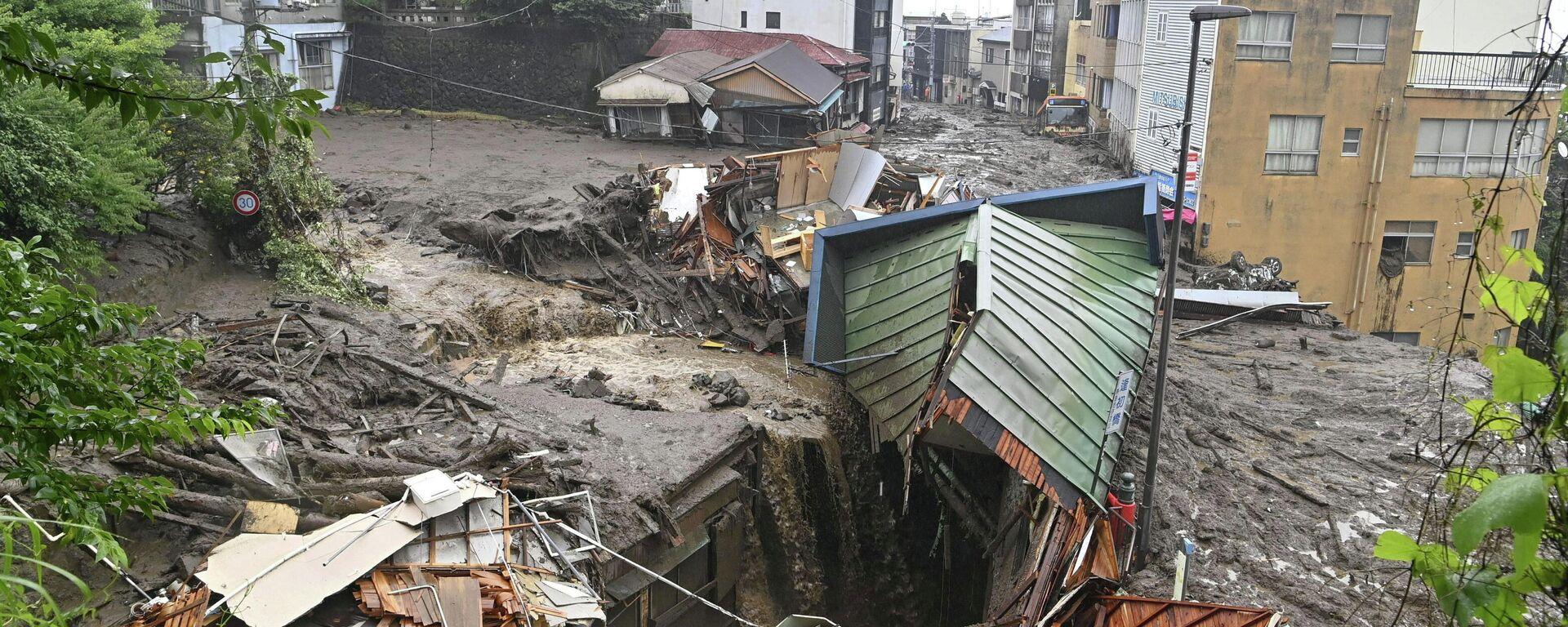 Casas destruidas por el deslizamiento de tierra en Atami - Sputnik Mundo, 1920, 03.07.2021