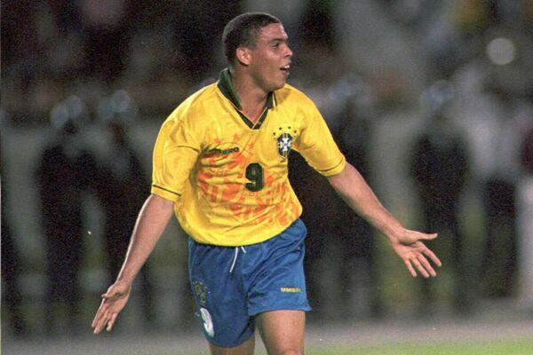 El futbolista brasileno Ronaldo - Sputnik Mundo