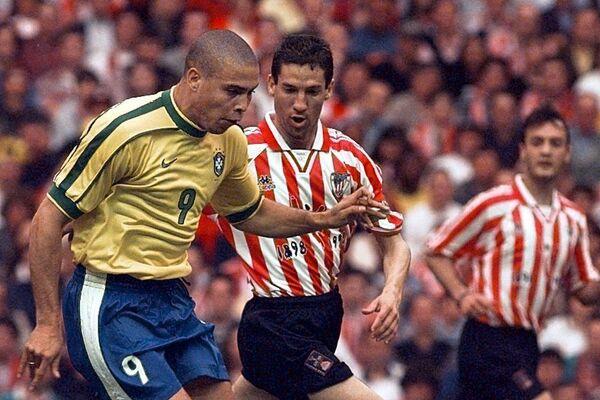 Ronaldo durante un partido de la Copa Mundial 1998  - Sputnik Mundo