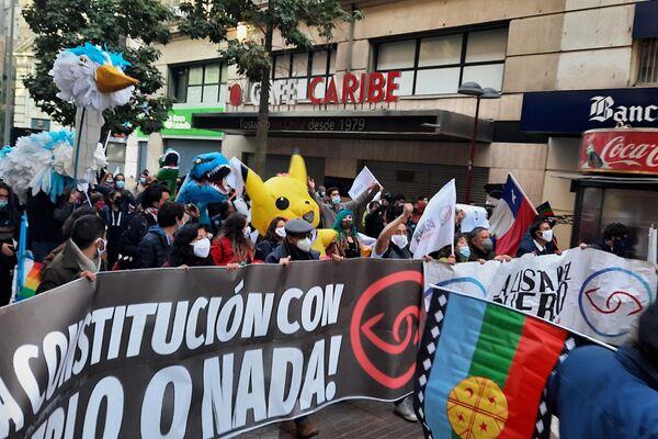 Giovanna Grandón 'Tía Pikachu', avanzando hacía al ex Congreso - Sputnik Mundo