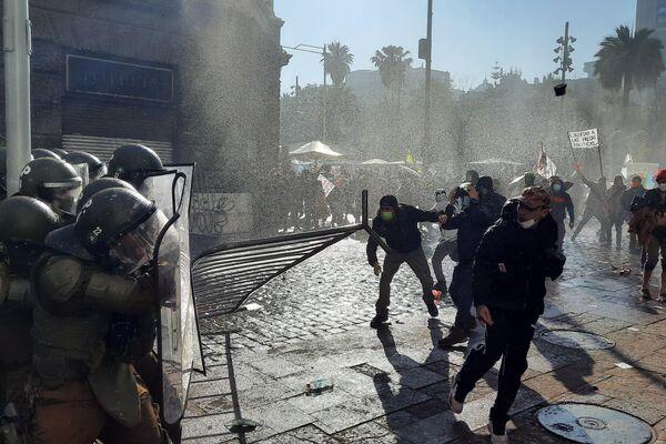 Enfrentamientos en Plaza de Armas - Sputnik Mundo