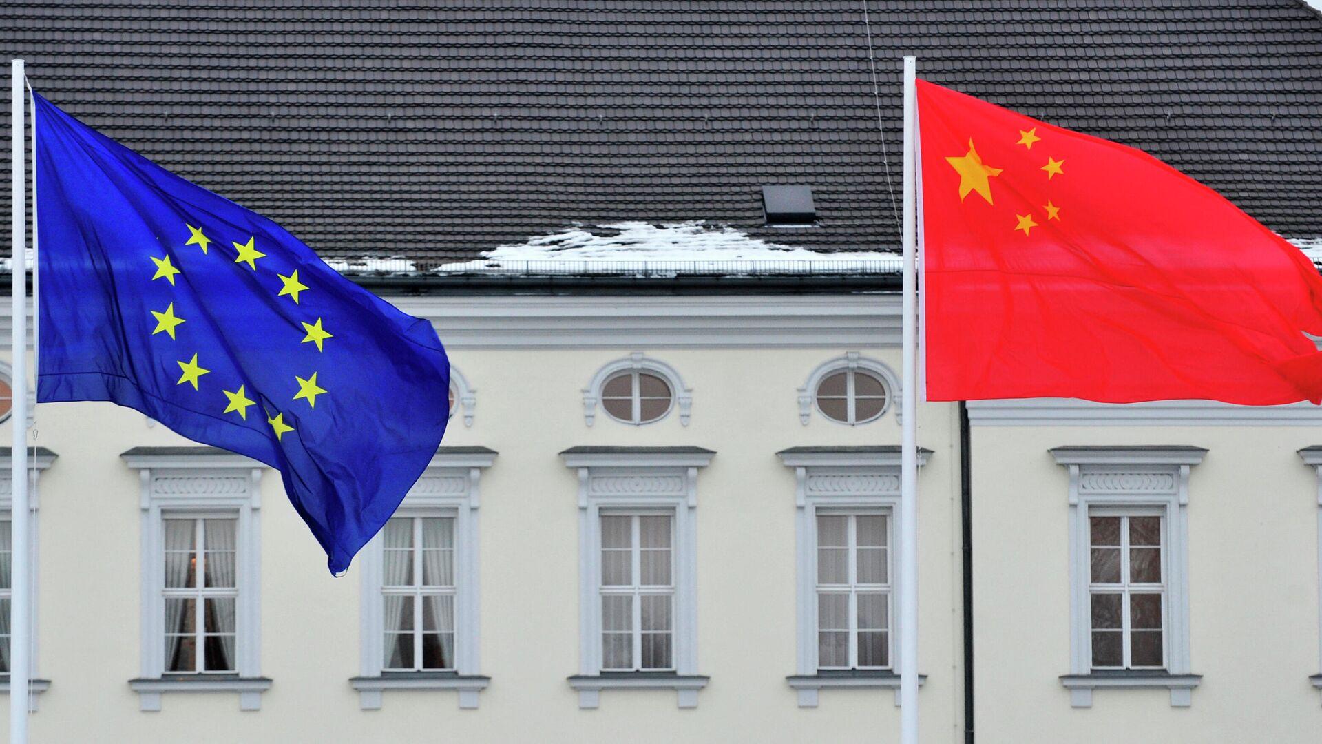 Banderas de la UE y China - Sputnik Mundo, 1920, 05.07.2021