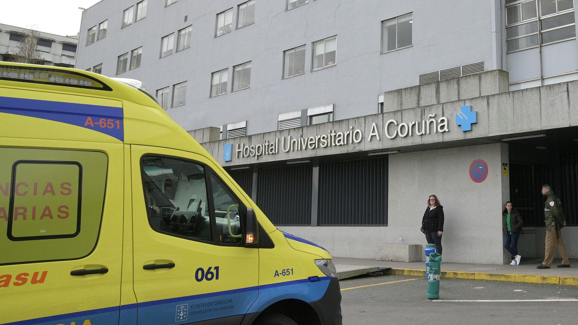 Ambulancia estacionada a la entrada del Complejo Hospitalario Universitario A Coruña - Sputnik Mundo, 1920, 10.08.2021