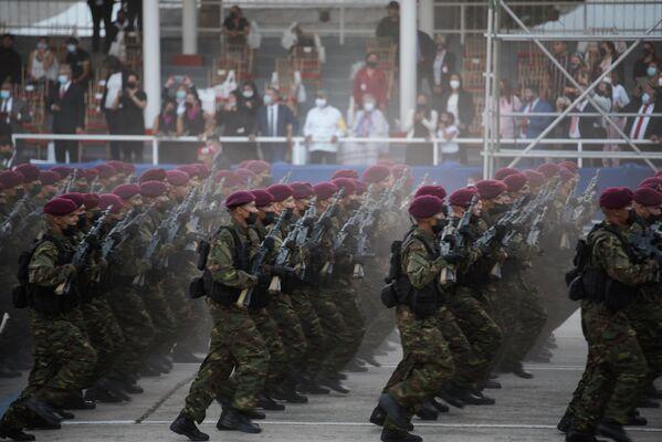 Durante el desfile militar, el presidente Nicolás Maduro recordó que esta fecha significa un compromiso para recuperar y restaurar el Estado de bienestar socialista construido en estos años de Revolución bolivariana. - Sputnik Mundo