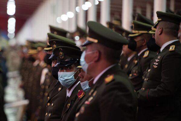 Los militares observan el desarrollo del desfile por el Día de la Independencia. - Sputnik Mundo
