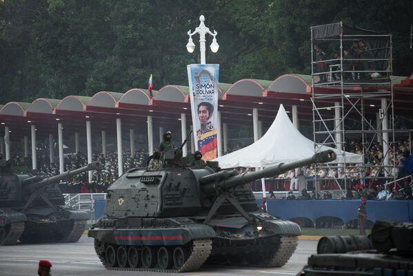 Fue bajo el mando de Francisco de Miranda que Venezuela fue proclamada independiente el 5 de julio de 1811. En la foto: los vehículos militares se exhibien en todo su esplendor con motivo de la fiesta nacional en Venezuela. - Sputnik Mundo