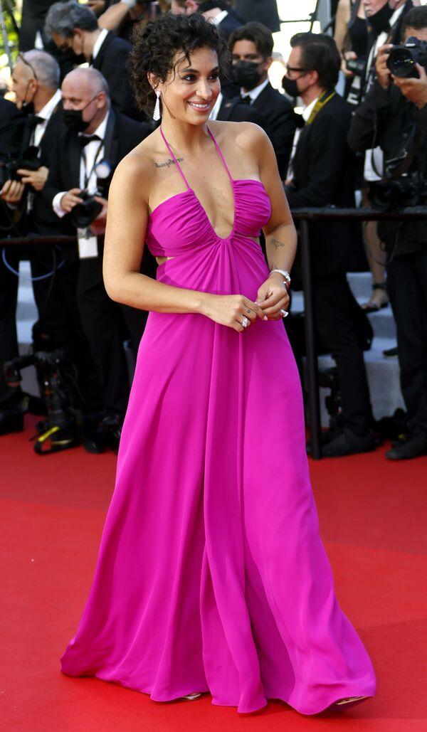 La actriz y cantante Camelia Jordana llega al Festival de Cannes. - Sputnik Mundo