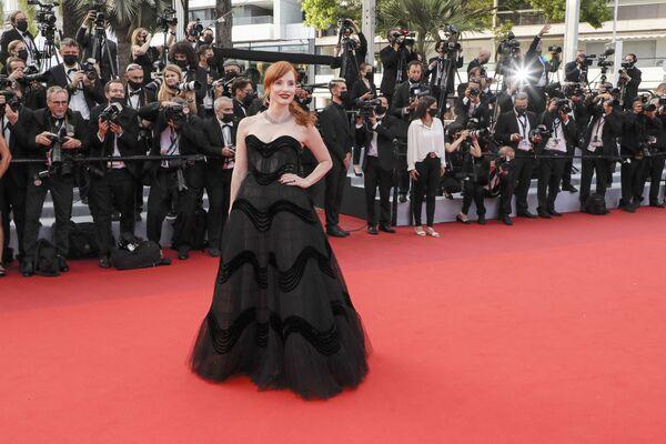 La actriz y cantante Jessica Chastain posa delante de las lentes de los fotógrafos del Festival de Cannes. - Sputnik Mundo