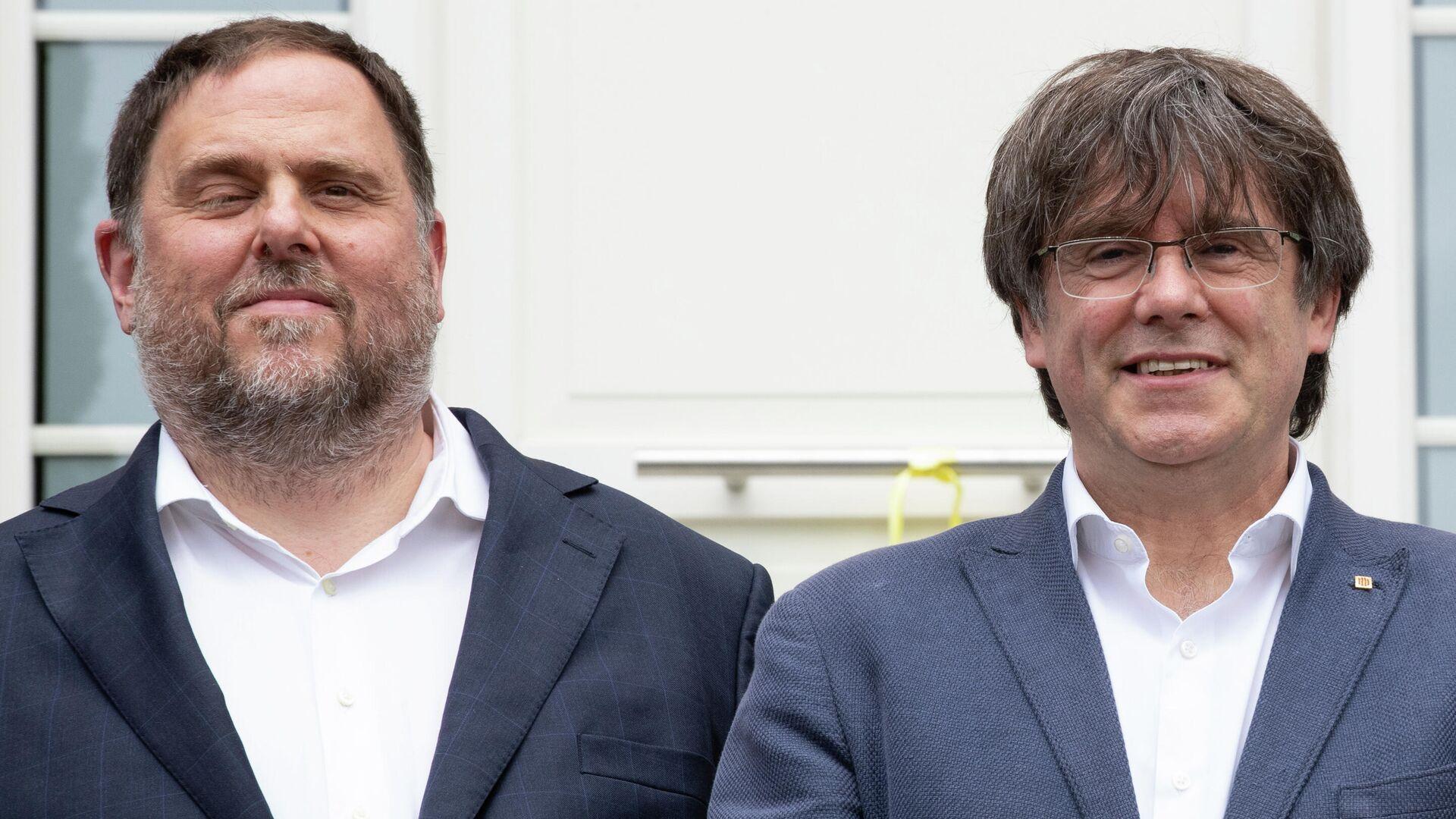 El exvicepresidente Oriol Junqueras y el expresidente catalán Carles Puigdemont - Sputnik Mundo, 1920, 07.07.2021