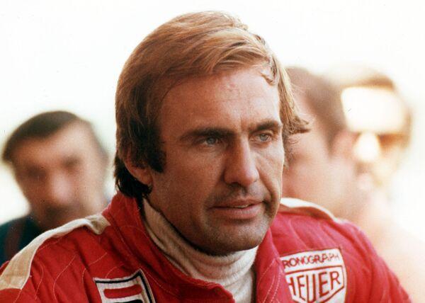 Carlos Reutemann con su uniforme de la escudería Ferrari de Fórmula 1, a los 35 años de edad. 1978. - Sputnik Mundo