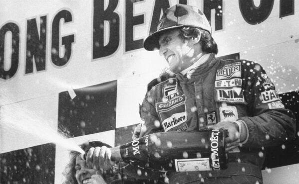 Carlos Reutemann celebrando su victoria en el Gran Premio de Long Beach de Fórmula 1.  Long Beach, California. 2 de abril de 1978.  - Sputnik Mundo