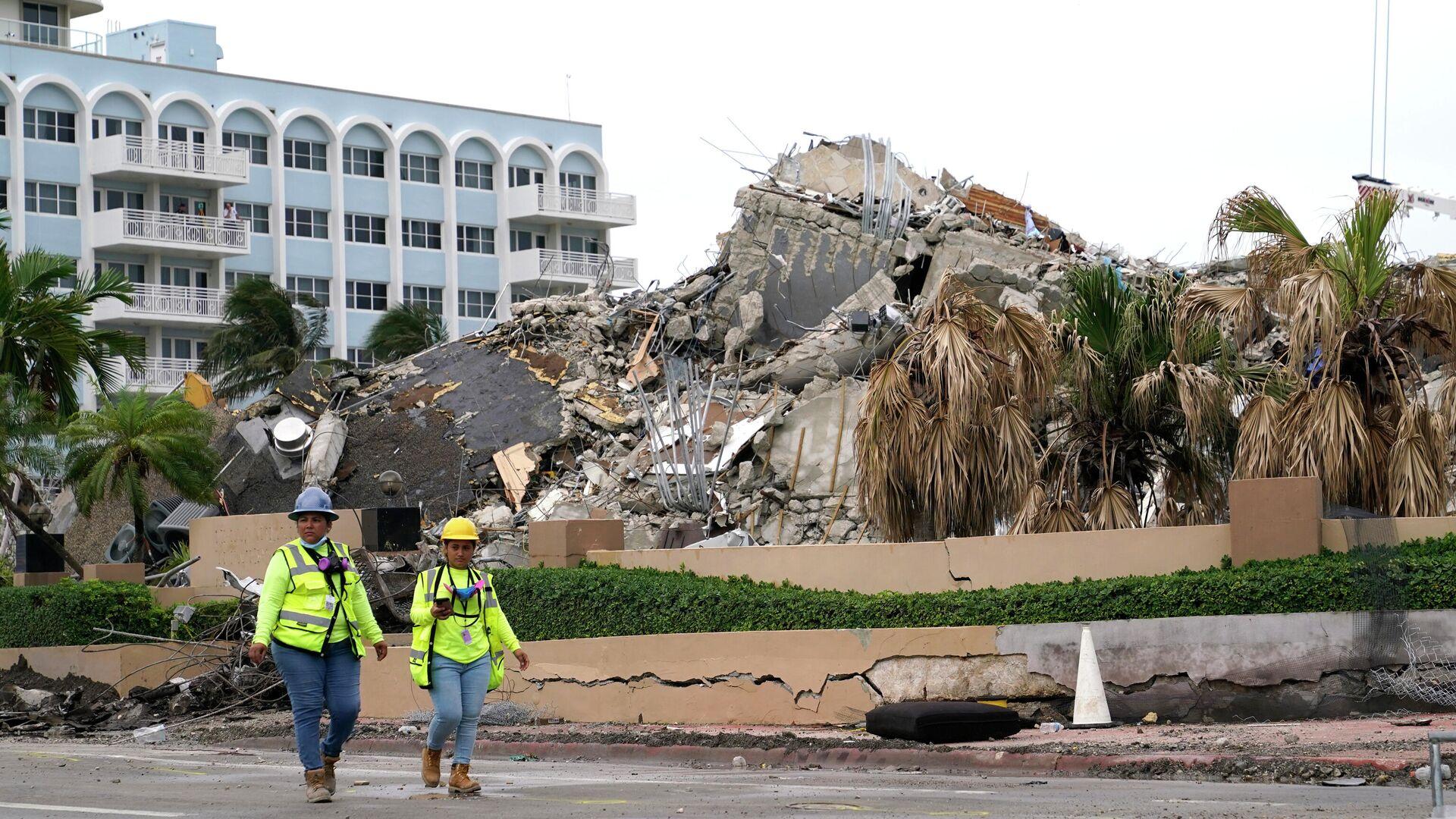 El derrumbe de edificio en Florida, EEUU - Sputnik Mundo, 1920, 08.07.2021