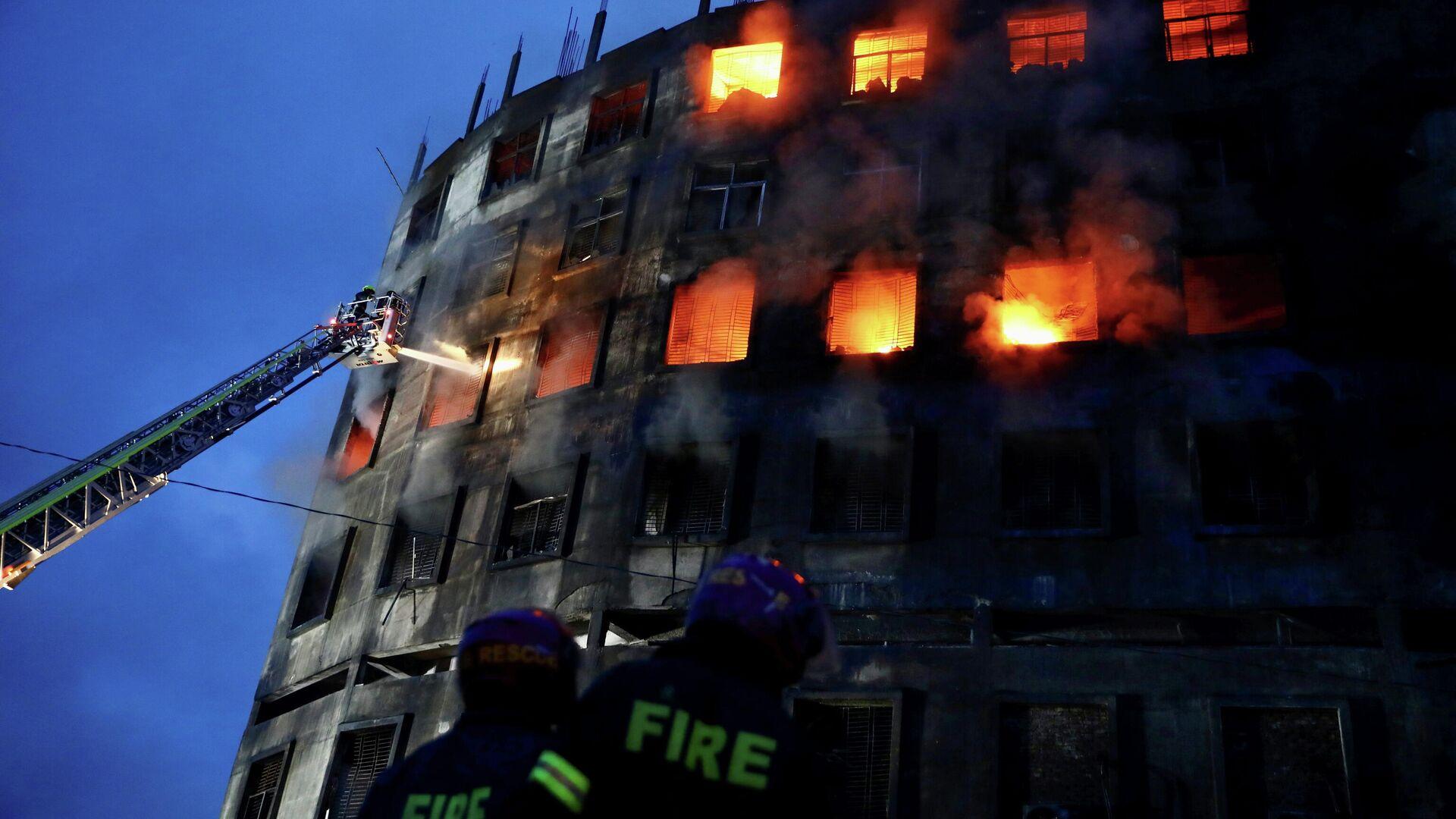Un incendio en una fábrica de Bangladés - Sputnik Mundo, 1920, 09.07.2021
