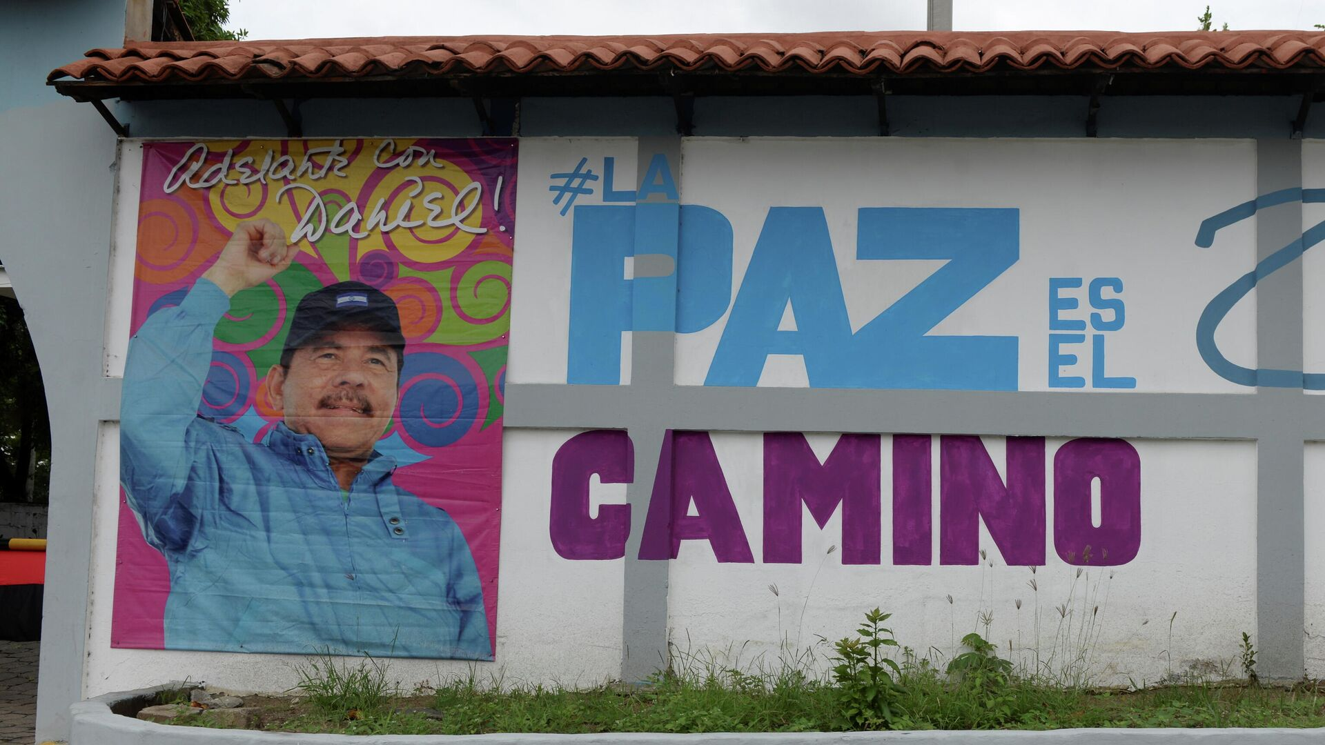 Un muro con el retrato de Daniel Ortega - Sputnik Mundo, 1920, 09.07.2021
