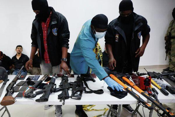 Armas incautadas a los detenidos cómplices del asesinato del presidente haitiano, Jovenel Moise - Sputnik Mundo