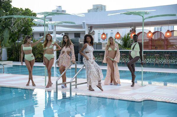 La pasarela de moda de la marca Sinesia Karol durante el Miami Swim Week en el hotel The Goodtime en Miami Beach, Florida. - Sputnik Mundo