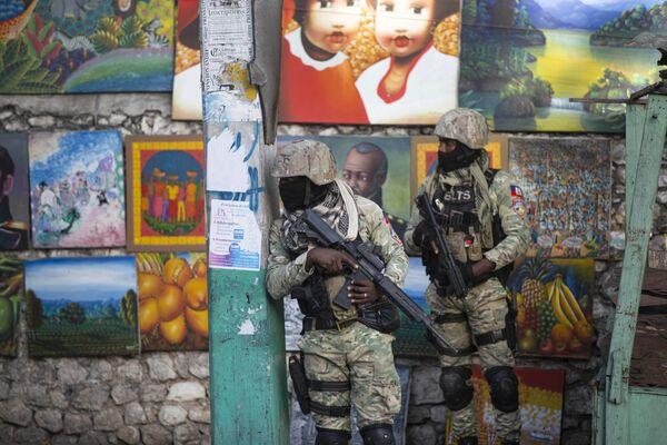 Los soldados patrullan el distrito Petion Ville en Port-au-Prince, Haití, donde está la residencia del presidente del país, Jovenel Moise, asesinado la madrugada del 7 de julio.   - Sputnik Mundo