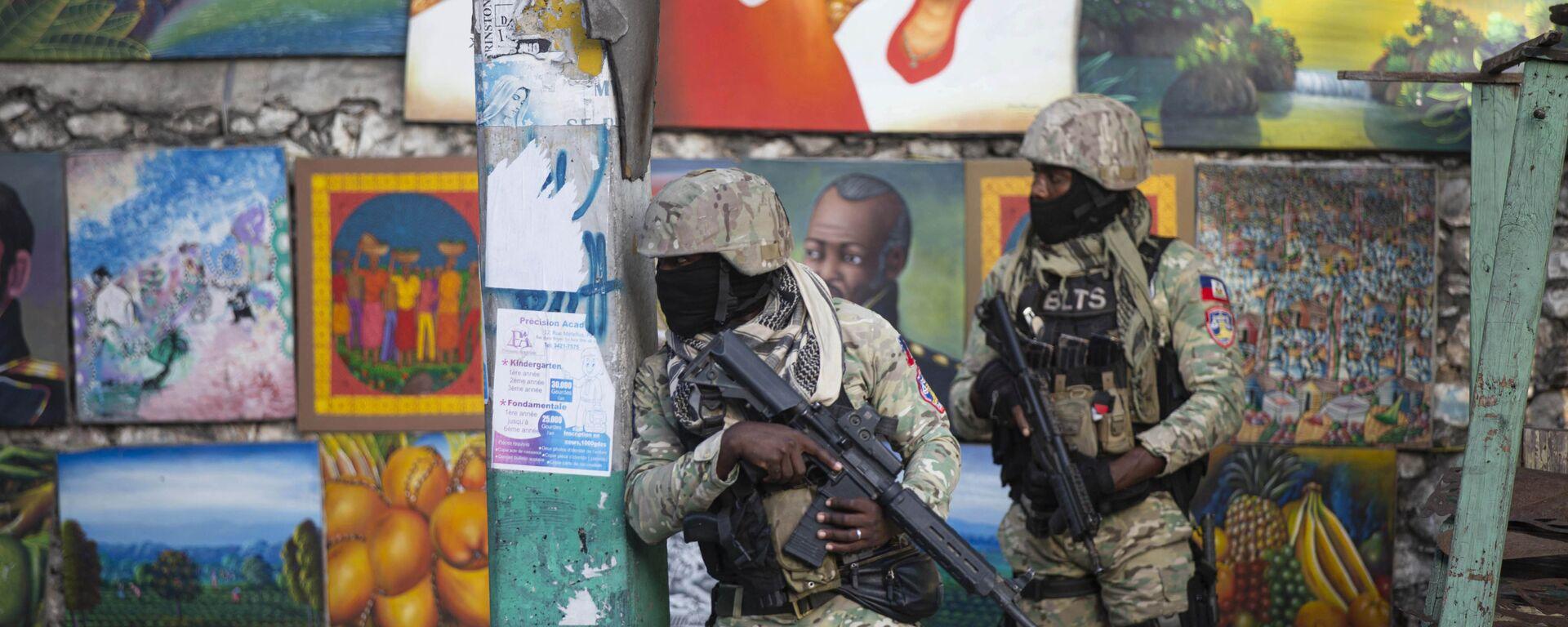 Солдаты патрулируют Петион Вилль, район, где жил покойный президент Гаити Жовенель Мойз, в Порт-о-Пренсе, Гаити - Sputnik Mundo, 1920, 10.07.2021