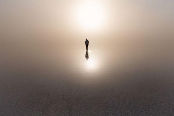 Esta foto de Yuri Stolípin, titulada La tormenta de arena, fue capturada en la región de Volgogrado, donde se encuentra el lago salado más grande de Europa. - Sputnik Mundo