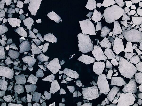 La imagen Los hielos salientes de Baikal, de Dmitri Kupratsevich. El Baikal, ubicado al sur de Siberia, contiene casi un cuarto de las reservas de agua dulce de todo el planeta. - Sputnik Mundo