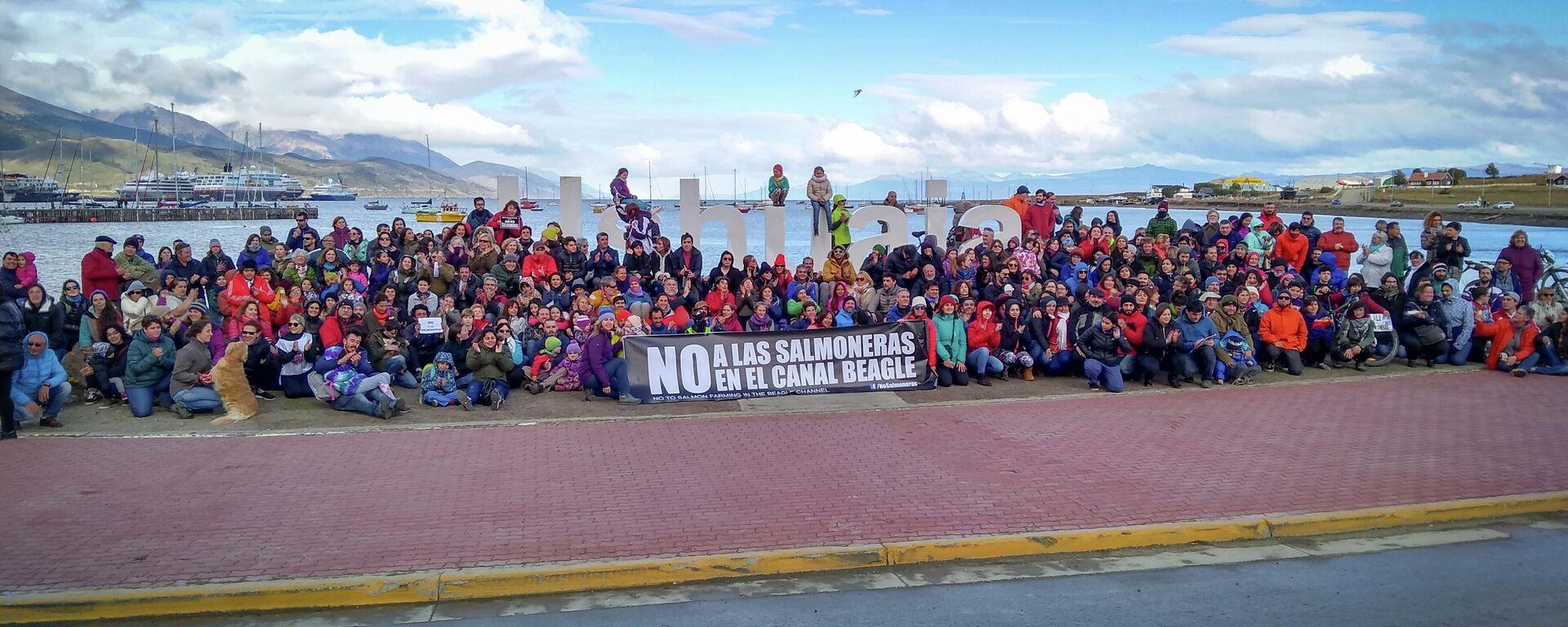 Protestas contra las salmoneras en el canal Beagle - Sputnik Mundo, 1920, 10.07.2021
