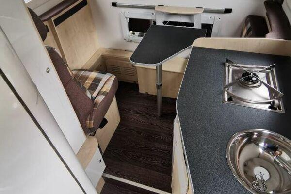 El salón de la cabina del Lada Niva modificado para ser una casa rodante - Sputnik Mundo