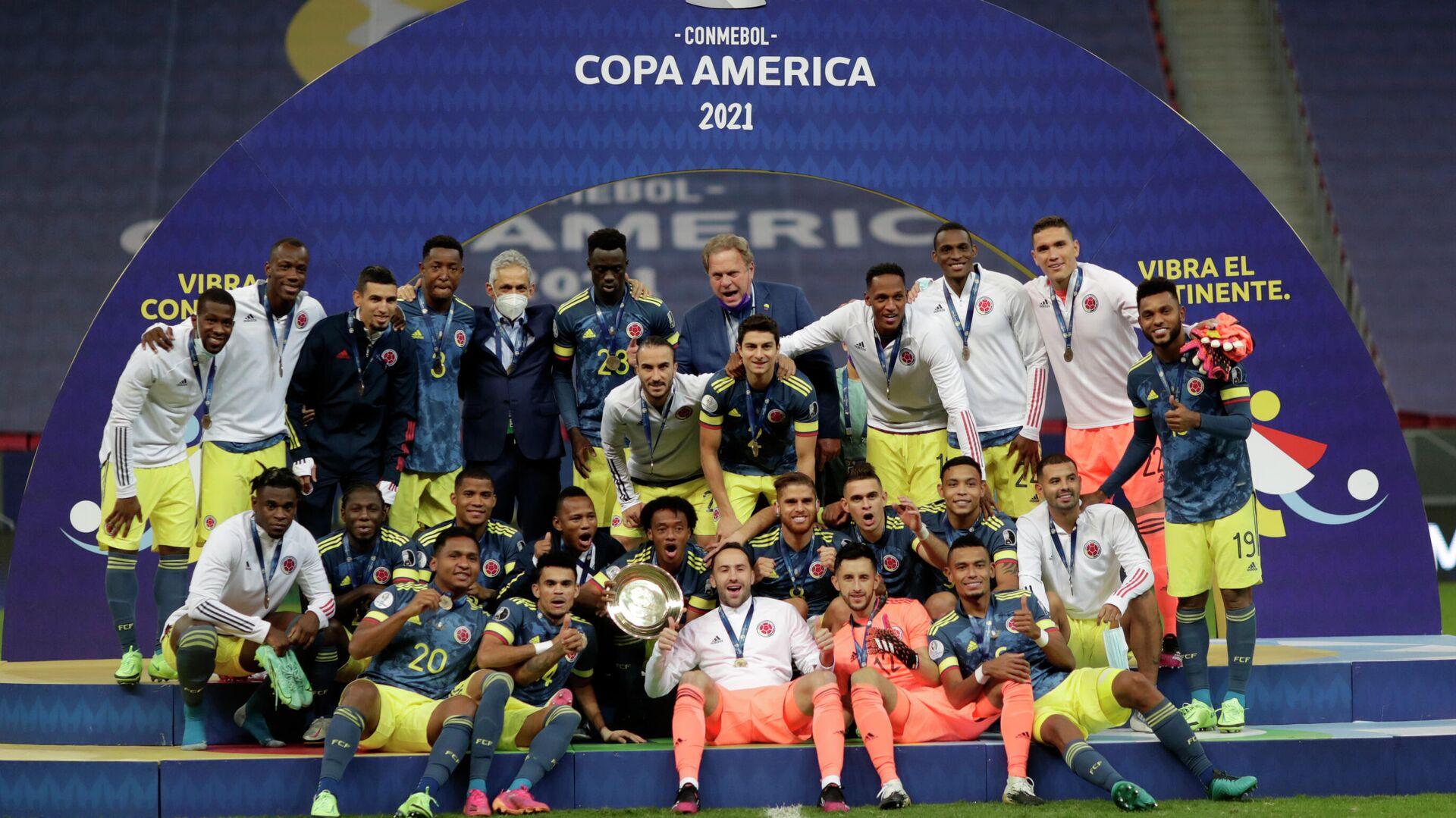 Jugadores de la selección de fútbol de Colombia celebrando el tercer lugar en la Copa América 2021 - Sputnik Mundo, 1920, 10.07.2021