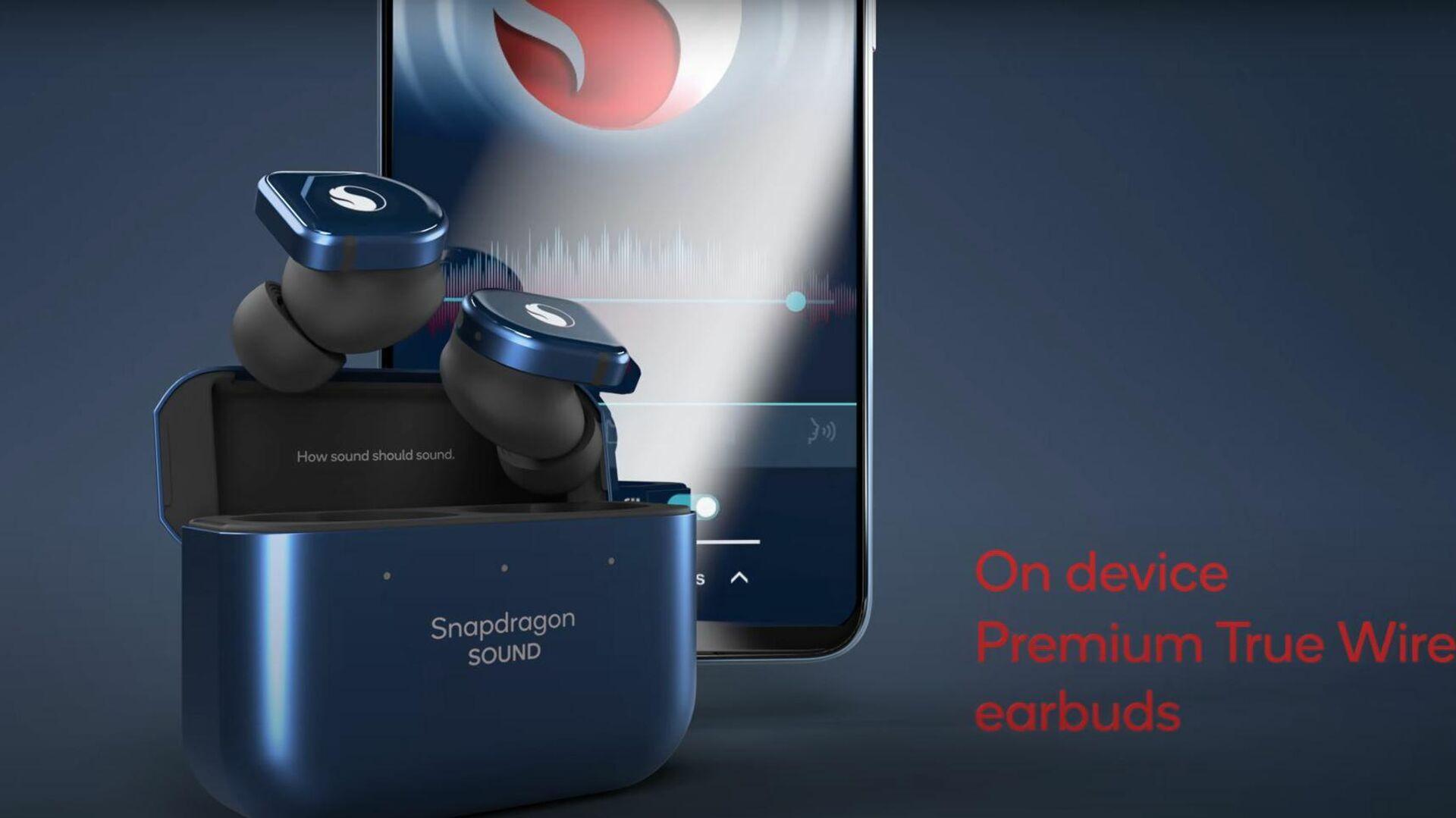Los auriculares que vienen con el Smartphone for Snapdragon Insiders de Qualcom - Sputnik Mundo, 1920, 11.07.2021