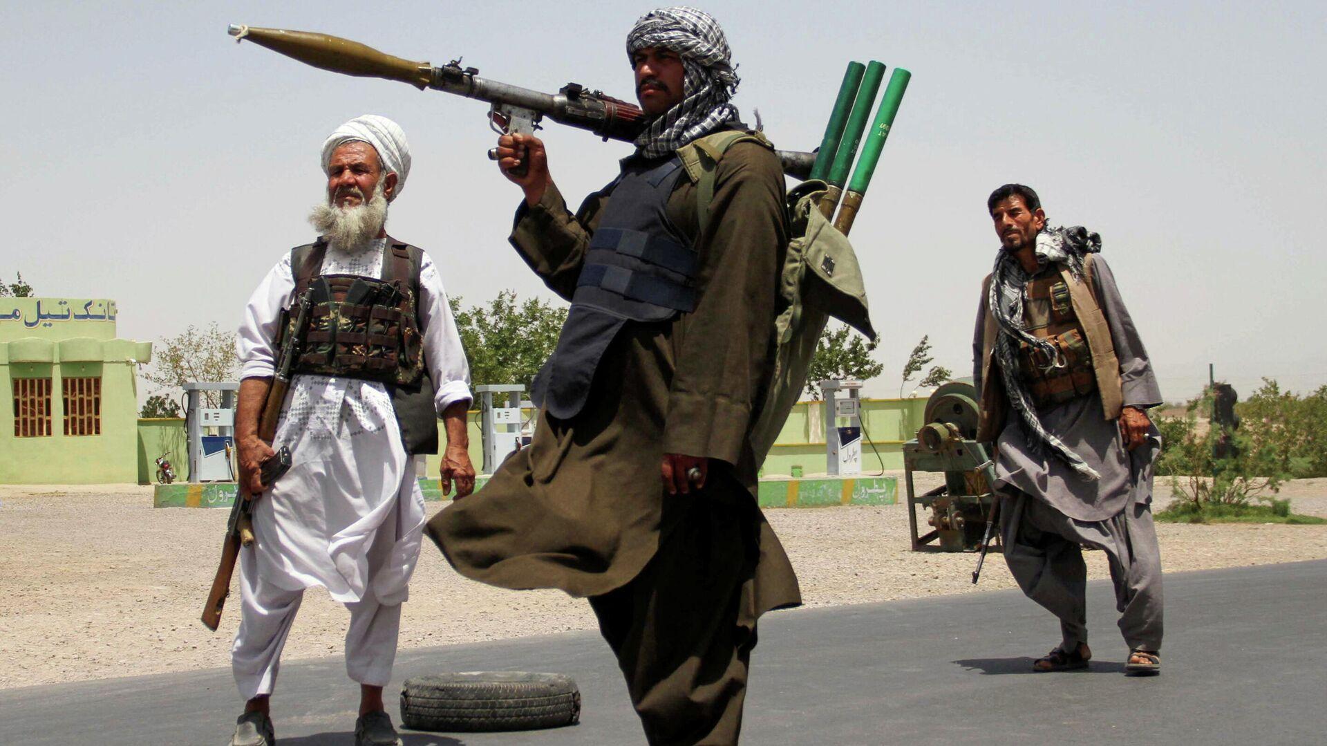 Excombatientes muyahidines durante los enfrentamientos contra los talibanes en Afganistán, el 10 de julio de 2021 - Sputnik Mundo, 1920, 11.07.2021