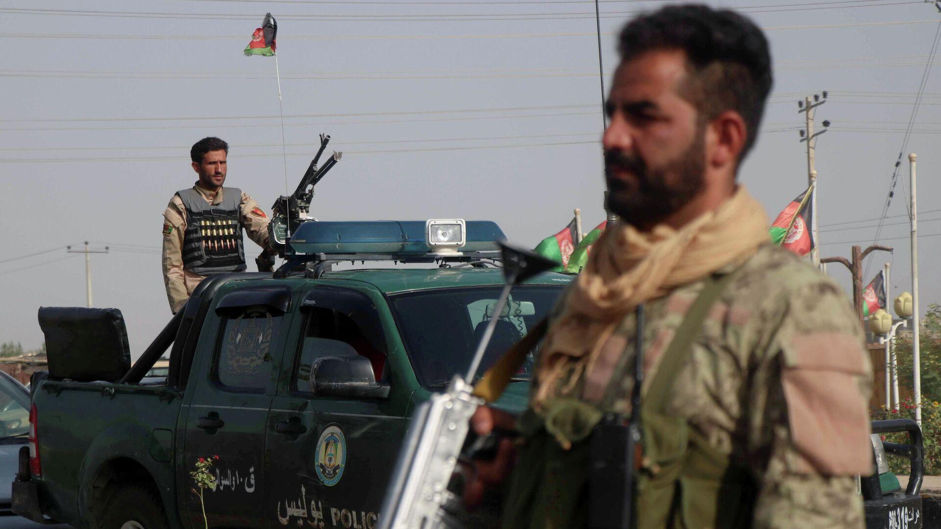 Las fuerzas de seguridad afganas vigilan un puesto de control en el distrito de Guzara de la provincia de Herat, Afganistán, el 9 de julio de 2021 - Sputnik Mundo, 1920, 16.07.2021