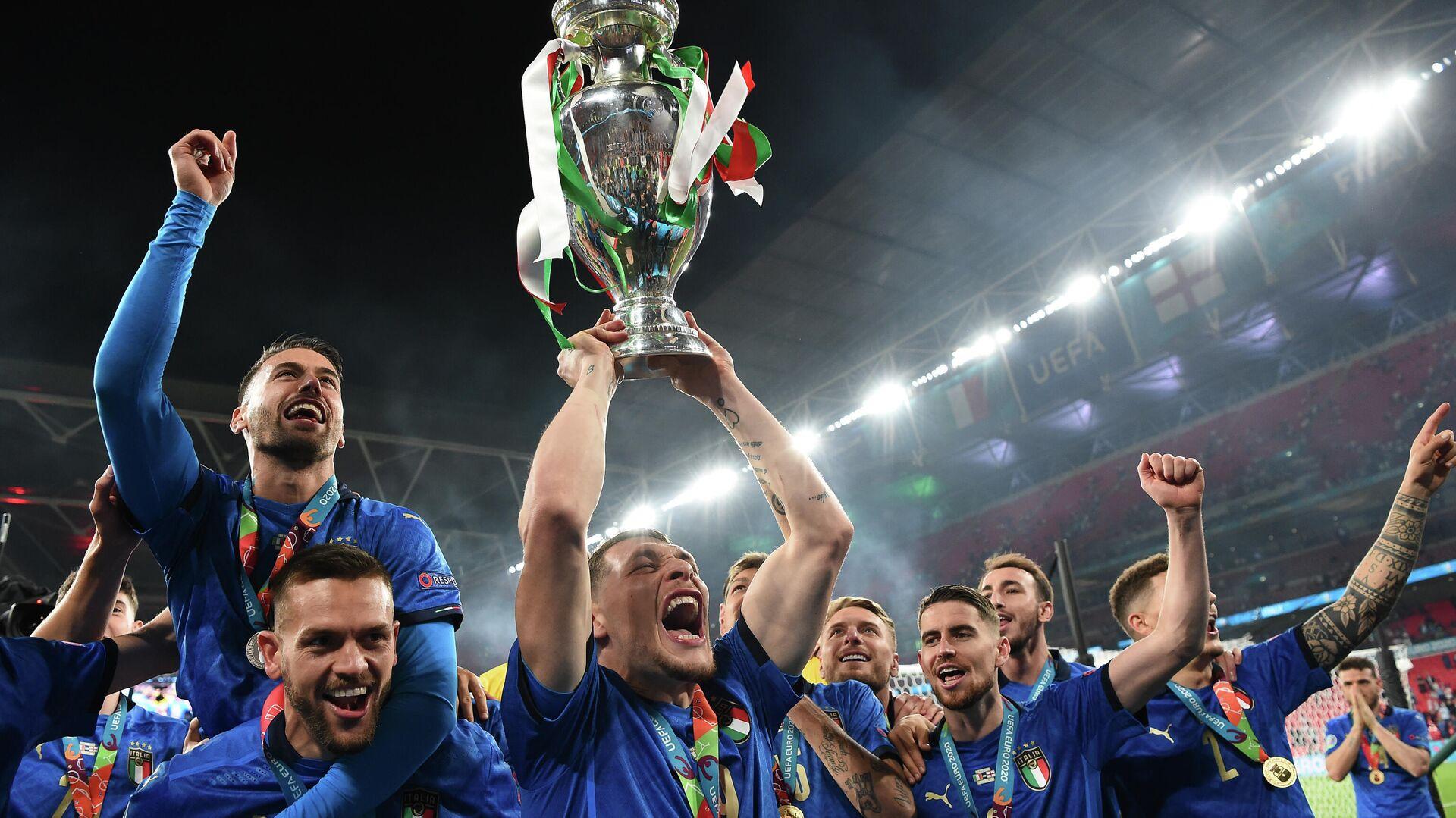 La selección de Italia celebra su victoria sobre Inglaterra en la final de la Eurocopa 2020 - Sputnik Mundo, 1920, 11.07.2021